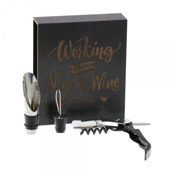 Lasergravierte Holzbox mit 4-teiligem Weinset